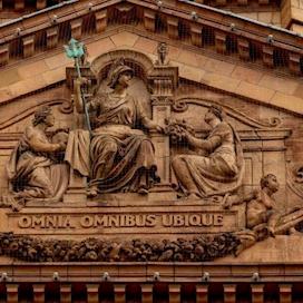 Harrods pediment in terra cotta, modelled by John Broad